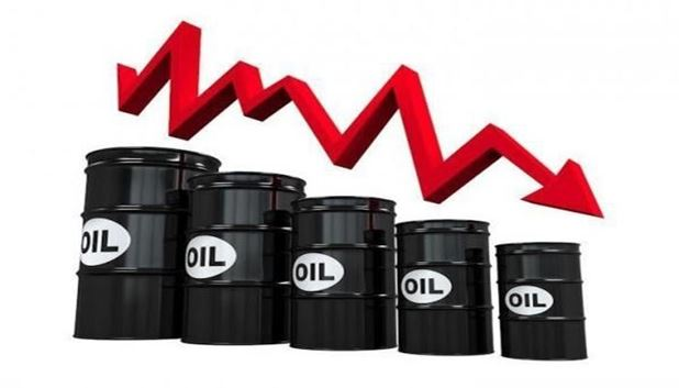 کاهش قیمت نفت در پی افزایش ذخیرهسازیهای آمریکا